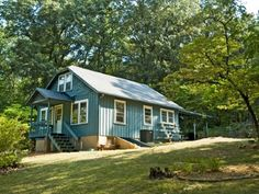 Bonnie's Cottage - North Carolina vacation rental. 5 mins off Blue Ridge Parkway; 10 mins from Asheville, NC.  Available through Carolina Mornings