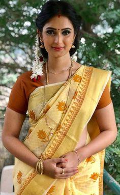 Sonali Raut - Indian actress and model 10 Most Beautiful Women, Beautiful Women Pictures, Beautiful Girl Indian, Most Beautiful Indian Actress, Beautiful Saree, Indian Natural Beauty, Indian Beauty Saree, Indian Sarees, Saris
