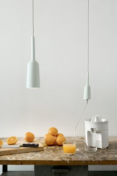 Porcelain Lamp & Socket by Studio Lotte Douwes made in The Netherlands op CrowdyHouse