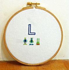 Broder une initiale au point de croix en cadeau de naissance - DIY Embroider an initial with cross stitch - Pure Loisirs
