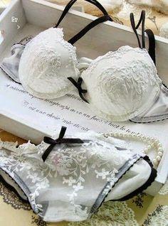Hot Sexy e elegante sutiã e calcinha Set Underwear push up Bra Sexy ls projeto… Sexy Lingerie, Belle Lingerie, Pretty Lingerie, Sexy Bra, Beautiful Lingerie, Lingerie Sleepwear, Nightwear, Bridal Lingerie, Lingerie Ladies
