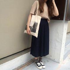 Fashion Autumn Korean Skirts Ideas Source by outfits skirts Estilo Fashion, Fashion Moda, Look Fashion, Autumn Fashion, Holiday Fashion, Fashion Rings, Ulzzang Fashion, Hijab Fashion, Fashion Outfits