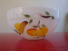 Fire King Painted Vintage Fruit Bowl Vintage Stuff, Vintage Love, Vintage Shops, Vintage Antiques, Vintage Bowls, Vintage Dishes, Vintage Pyrex, Antique Glassware, Vintage Kitchenware