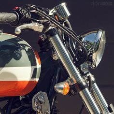 Patrick Crépelle's Bonneville shows how Triumph's 'modern classic' can be transformed with a few workshop skills and an eye for good aesthetics. British Motorcycles, Triumph Motorcycles, Custom Motorcycles, Custom Bikes, Cafe Racer Moto, Cafe Racing, School Cafe, Triumph Bonneville T100, My Ride