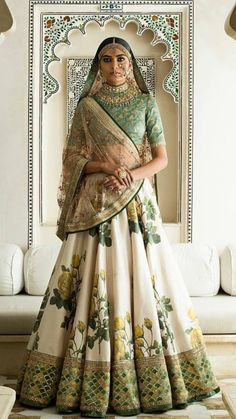 Find top trending and unique Sabyasachi Lehenga Designs for your dream bridal look. Best bridal lehenga designs by Sabyasachi for 2020 weddings. Indian Bridal Wear, Indian Wedding Outfits, Bridal Outfits, Indian Outfits, Pakistani Bridal, Lehenga Choli Designs, Floral Lehenga, Bridal Lehenga, Silk Lehenga