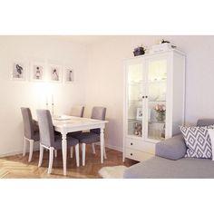 ein gro er essbereich mit ingatorp ausziehtisch in wei und sechs st hlen mit wei en. Black Bedroom Furniture Sets. Home Design Ideas
