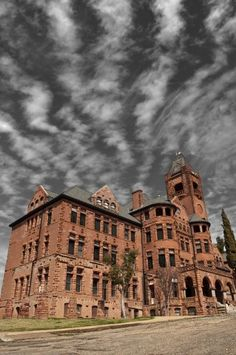 Preston Castle in Lone, CA. - founded in served as a boys reformatory school until it was closed in There was an unsolved murder in the basement. They currently offer ghost tours for charities. Old Abandoned Buildings, Abandoned Asylums, Abandoned Castles, Old Buildings, Abandoned Places, Spooky Places, Haunted Places, Preston Castle, Places Around The World