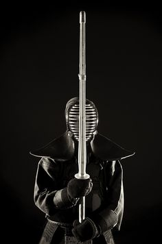 Inspiring image of kendo - very subdued and powerful at the same time...