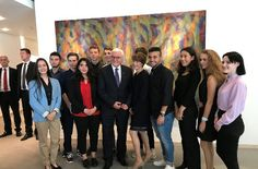 Bundespräsident Steinmeier mit Mitgliedern des Jugendrats Stuttgart – links hinter Steinmeier ist Marius Gschwendtner zu sehen. Foto: Stuggi.TV