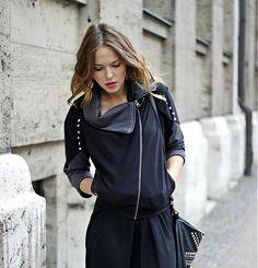 Čierna asymetrická mikina na zips s cvočkami by dressign - SAShE.sk - Handmade Mikiny