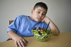 image for 7 trucos si tu hijo no come verduras y frutas: <i>Kid versus food</i>