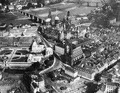 Stadt an der Elbe: Dresden vor seiner Zerstörung in den vierziger Jahren. Links...