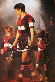 Maradona - Newell's Old Boys Football Icon, Football Uniforms, World Football, Old Boys, Diego Armando, Retro Pictures, My Dream Team, Good Soccer Players, Lionel Richie