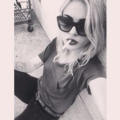 Frances Bean Cobain - Kurt Cobain's daughter? wow.
