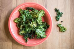 Kale Chips: For a healthy, crunchy snack high in vitamin A, look no further! Kale chips are an easy way to get kids, and adults, to snack healthy. Yummy Snacks, Healthy Snacks, Snack Recipes, Healthy Eating, Cooking Recipes, Healthy Recipes, Delicious Meals, Healthy Breakfasts, Protein Snacks