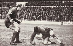 Sheffield Utd 1 Man City 1 in Dec 1972. Francis Lee is looking for scraps at Bramall Lane #Div1
