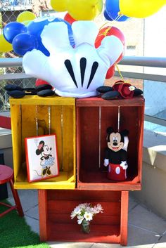 Retro Mickey and Minnie Mouse party | CatchMyParty.com