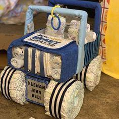 Blue four wheeler, diaper cake, bike baby, baby shower gift, baby shower centerpiece Jeep Diaper Cake, Twin Diaper Cake, Diaper Bike, Elephant Diaper Cakes, Elephant Baby, Baby Shower Menta, Baby Shower Camo, Superhero Baby Shower, Baby Shower Gifts