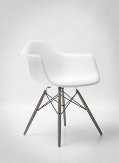 eames chair  - great modern chair