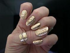 woah. gold pattern nails.