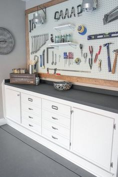 27 Garage Storage Ideas To Try This Fall Is your garage a total mess? Here are 29 tips to declutter your garage this fall. For more garage organization ideas and storage tips, go to Domino. Garage Organization Tips, Diy Garage Storage, Pegboard Garage, Storage Hacks, Kitchen Pegboard, Pegboard Display, Workbench Organization, Organizing Ideas, Garage Shelving