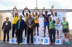 Orlando Gonzalez O paraguaio Orlando Javier Elizeche conquistou no domingo a primeira posição na 10ª edição da Meia Maratona das Cataratas, em Foz do Iguaçu. Ele obteve o primeiro lugar na prova de 21 km, com o tempo de 1h12min51s. O diretor-geral brasileiro de Itaipu, Luiz Fernando Vianna, e o prefeito de Foz do Iguaçu, …