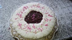 Torta compleanno con crema pasticcera e copertura mascarpone e panna