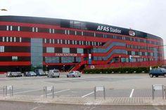 Zondagmiddag om 12:30 uur wordt er afgetrapt in het AFAS Stadion en is de seizoensopening in de Eredivisie voor beide clubs een feit. Het doorgaan van de eerste 'topper' van het seizoen was onzeker door de aangekondigde politiestaking aanstaande zondag, maar de burgemeester van Alkmaar zorgde ervoor dat er toch afgetrapt kan gaan worden onder leiding van 'team' Kuipers.