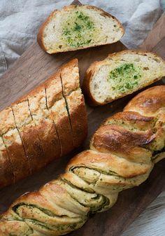 Hvidløgsbrød Valdemarsro - to varianter, video Real Food Recipes, Snack Recipes, Cooking Recipes, Yummy Food, Drink Recipes, Food N, Food And Drink, Bread Food, Baking Buns