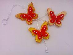 Móbile de borboletas em feltro com detalhes em pérola! R$ 25,00