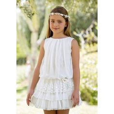 The dress is so exquisite but looks simple at first glance! Arras y classic Fashion Kids, Little Girl Fashion, Little Girl Dresses, Girls Dresses, Flower Girl Dresses, Teenager Outfits, Kids Outfits, The Dress, Baby Dress