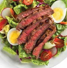 Peppered Steak Salad with Balsamic-Parmesan Dressing is a classic steakhouse salad you can make at home in no time flat. It's low-carb too. Can't beat that.