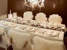 Prachtige feestelijk gedekte kersttafels