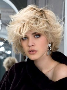 Jaques Dessange love everything about this hair. Short Curly Haircuts, Short Hair Cuts, Anthea Turner Hairstyles, Winter Hairstyles, Cool Hairstyles, Medium Hair Styles, Curly Hair Styles, Hair Affair, Bad Hair