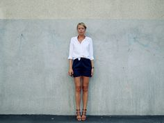 Shirt from Uniqlo, shorts from Suit, shoes from Zara, watch from Daniel Wellington and sunglasses from Illesteva. Hanna Stefansson, Mode Inspiration, Fashion Pictures, Uniqlo, Daniel Wellington, Attitude, Cool Outfits, Zara, Mini Skirts