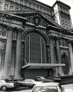 Michigan Central Station 1940 | Customers used to just park right in front of the main entrance back ...