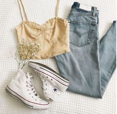 Jeans and cropped – Casual Outfit – Casual Summer Outfits Teenage Outfits, Teen Fashion Outfits, Mode Outfits, Look Fashion, Womens Fashion, Feminine Fashion, Ladies Fashion, Fashion For Teens, Tumblr Summer Outfits