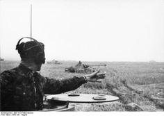 German Panthers battle of Kursk.Chars allemands Panthers, probablement du 2nd corps SS, progressant dans les plaines soviétiques lors de la bataille de Koursk juillet 43