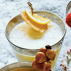 alcohol punch recipes Ginger-Vanilla Milk Punch wakes up your holiday spirit. This crisp winter sipper is full of citrus and zippy ginger. Easy Alcoholic Punch Recipes, Easy Punch Recipes, Alcoholic Desserts, Non Alcoholic Christmas Punch, Holiday Punch, Holiday Cocktails, Milk Punch Recipe, Vanilla Milk, Christmas Desserts