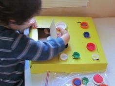 Lid and door pizza box game - Re-pinned by @PediaStaff – Please Visit http://ht.ly/63sNt for all our pediatric therapy pins