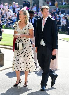 Prince George and Princess Charlotte were front and center during Prince Harry and Meghan Markle's wedding. Prince Harry Et Meghan, Meghan Markle Prince Harry, Harry And Meghan, Royal Wedding Harry, Royal Weddings, Sarah Ferguson, David Beckham, Victoria And David, Invitation