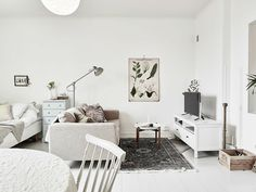 Awesome Room Layout Ideas Tiny Studio Apartment - Page 12 of 45 White Studio Apartment, Tiny Studio Apartments, Studio Apartment Decorating, Apartment Interior Design, Apartment Living, Design Interior, Deco Studio, Studio Apt, Studio Layout