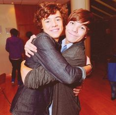Larry :) it's been 3 years since they met! Great day for us Larry shippers! Louis And Eleanor, Louis And Harry, Goofy Pictures, Reaction Pictures, One Direction Images, Larry Shippers, Im Lost, Just Dream, Treat People With Kindness
