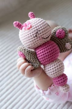 Mesmerizing Crochet an Amigurumi Rabbit Ideas. Lovely Crochet an Amigurumi Rabbit Ideas. Crochet Diy, Crochet Baby Toys, Crochet Gratis, Love Crochet, Crochet For Kids, Crochet Dolls, Single Crochet, Crocheted Toys, Baby Girl Crochet