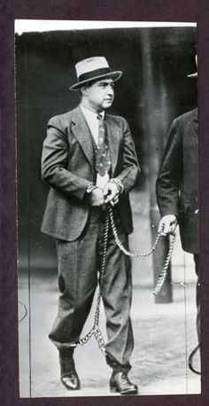 "George ""Machine Gun Kelly"" Barnes was a notorious DFW gangster who robbed a bank in Denton TX. Real Gangster, Mafia Gangster, Gangster Style, Machine Gun Kelly, Gangsters, Mafia Crime, Chicago Outfit, Al Capone, Public Enemies"