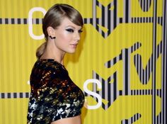 TAYLOR SWIFT WINS VIDEO OF THE YEAR   #music #hiphop #rnb #pop #love #rap #dubstep #instagood #beat #beats #jam #myjam #party #partymusic #newsong #remix #favoritesong #bestsong #photooftheday #listentothis #goodmusic #instamusic #mtvmovieawards #taylorswift #taylor #mtv