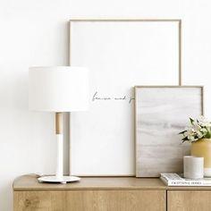Duo lámpara de mesa / ¡El auxiliar perfecto!  Duo, una bonita lámpara de sobremesa de estilo nórdico que combina madera y blanco, super práctica y cómoda para utilizarla como punto de luz auxiliar en tu mesita de noche. ¡Te encantará!  *Bombilla no incluida (E27) My Room, Sweet Home, Table Lamp, Room Decor, Lighting, House Styles, Home Staging, Inspiration, Design