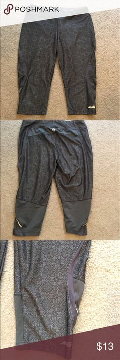 Avia spandex workout capris Size medium Avia spandex workout capris. Very cute and in very good gently worn condition. No flaws Avia Other