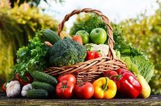 Wicker basket with assorted raw organic vegetables & fruits Organic Vegetables, Fruits And Vegetables, Psmf Diet, Rotation Des Cultures, Sydney Food, Agriculture Biologique, Organic Living, Fruit And Veg, Organic Recipes
