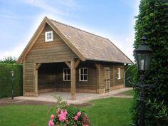 1. Robuuste gepotdekselde schuur met veranda en royale luifel 43m2 Garages, Stables, Backyard, Outdoor Structures, House Styles, Garage Ideas, Barns, Home Decor, Exterior Homes